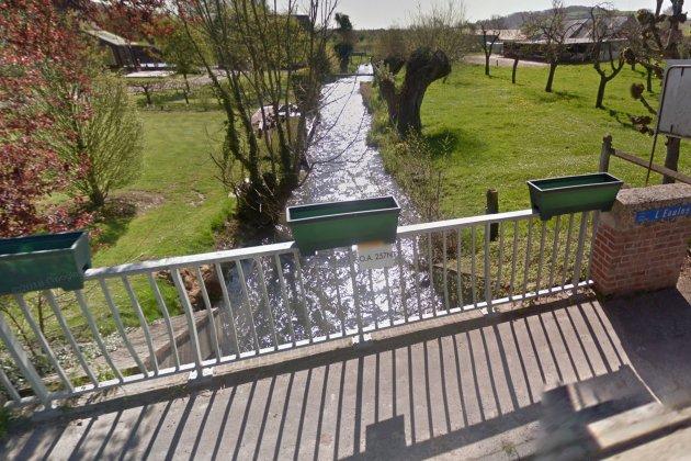 Suspicion de pollution : une nappe d'eau blanche flotte dans l'Eaulne
