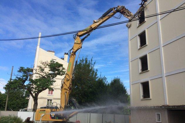 Un bâtiment de 48 logements en destruction Quai Vendeuvre