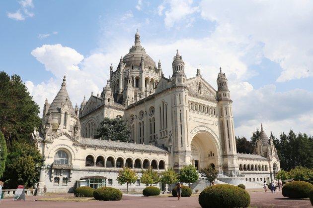 Covid-19 : la basilique Sainte Thérèse a perdu la moitié de ses visiteurs