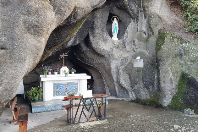 Un pèlerinage de Lourdes local à la réplique de la grotte