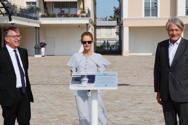 La place Gabrielle Chanel inaugurée en présence de Vanessa Paradis