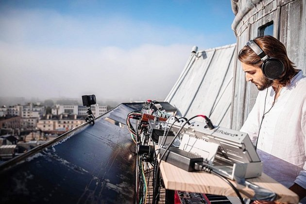 L'artiste électro Yann Dulché tourne un clip du haut du Gros-Horloge