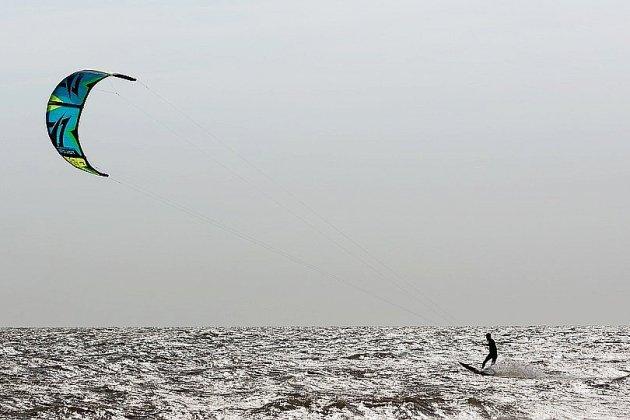Un kitesurfer en difficulté sauvé au large d'Honfleur