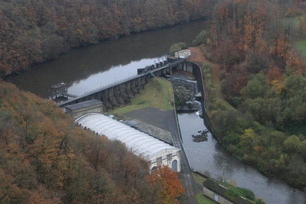 La déconstruction du barrage de la Roche qui Boit commence