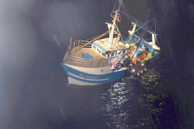 Quatre marins secourus au large de Fécamp, leur navire remorqué