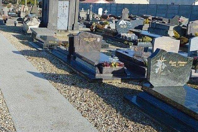 Le couple déménage en Normandie et met en vente… sa tombe!
