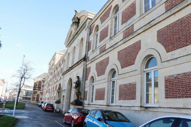 Covid-19: l'hôpital interdit les visites à compter du mercredi 21 octobre