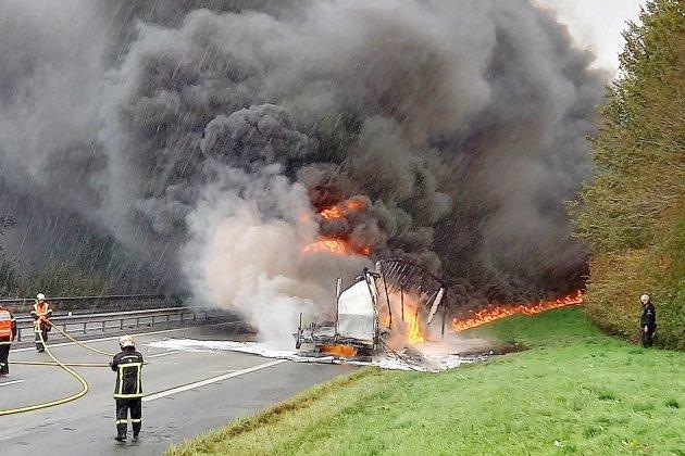 La remorque d'un poids lourd s'embrase sur l'autoroute A29