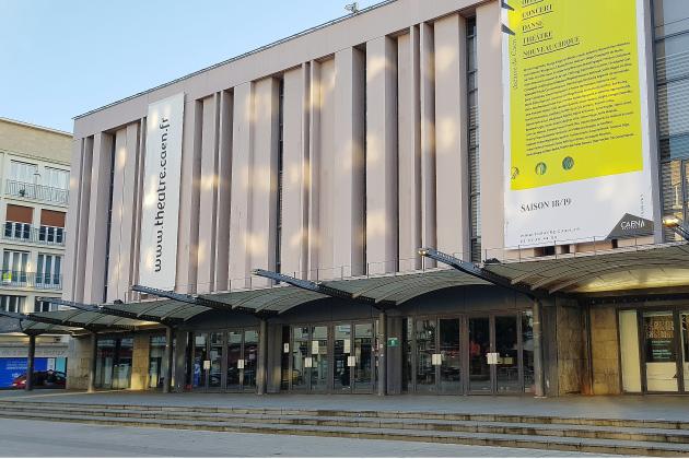 Un décor s'effondre pendant une représentation au théâtre : quatre blessés