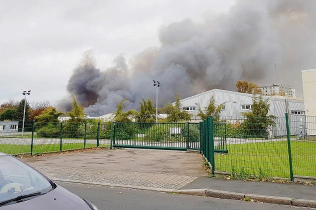 Un important incendie s'est déclaré dans un entrepôt désaffecté — Le Havre