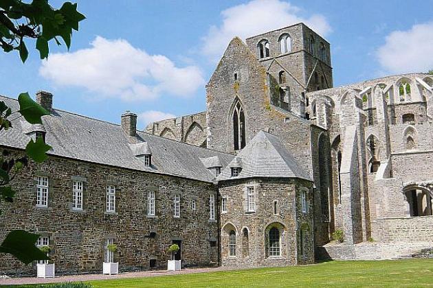 Plongez en plein Moyen-Age et menez l'enquête à l'abbaye