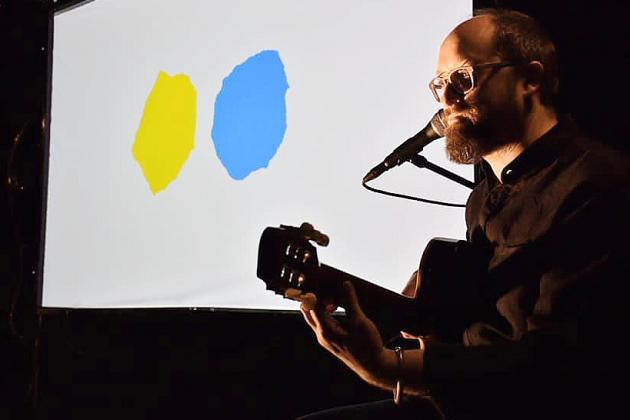 Petit bleu et petit jaune: un album jeunesse adaptée pour la scène