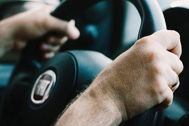 L'automobiliste ivre et sans permis percute trois véhicules