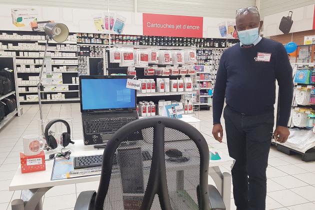 Les magasins font face à la demande d'équipement pour le télétravail