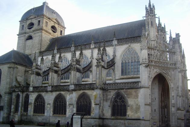 Le glas a sonné à 15 heures au clocher des églises de France