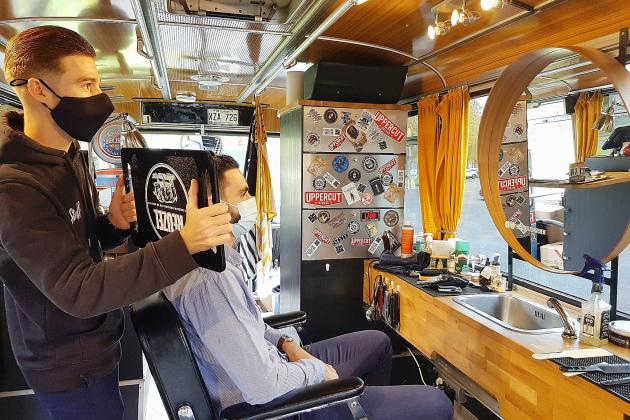 Le reconfinement provoque une ruée chez le coiffeur!