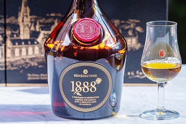 Pour ponctuer le repas du Nouvel An, la Bénédictine 1888 de Fécamp