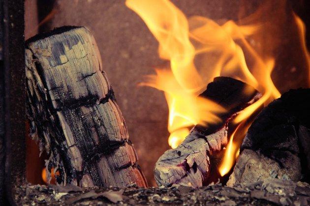 Suspicion d'intoxication au monoxyde de carbone à cause d'un poêle à bois