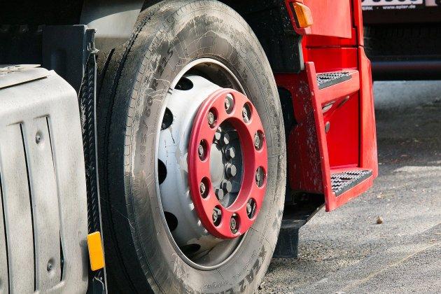 Accident entre trois poids lourds: un chauffeur éjecté de sa cabine