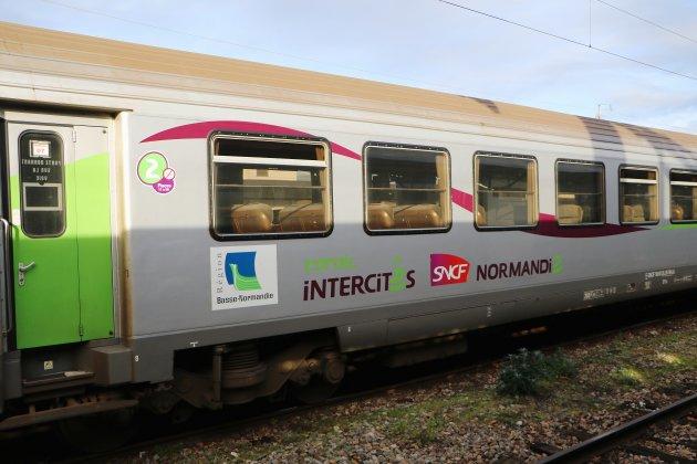 Unefemme meurt, percutée par un train