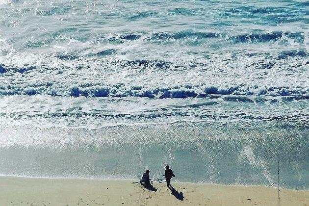 Des vacances ensoleillées et des touristes qui doivent s'adapter