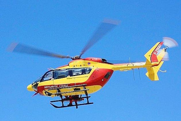 Un homme transporté parhélicoptèreaprès une chute