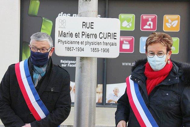 Marie Curie prend sa place sur les plaques de rue