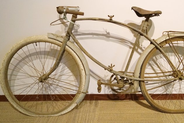 Un vélo emblématique du Débarquement offert au Centre Juno Beach