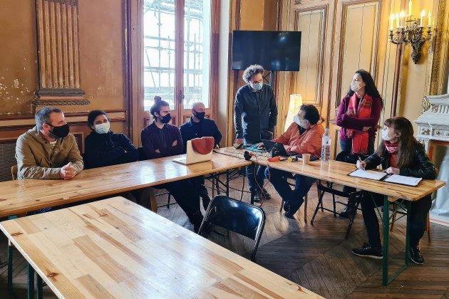 Le théâtre àl'italienne occupépar les artistes