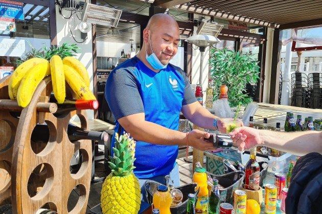 Pour les restaurants de la plage, la saison débute dans l'incertitude