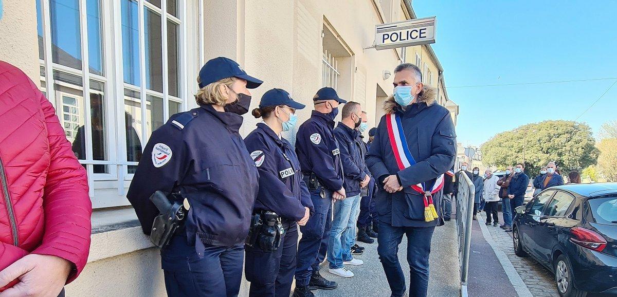 Attaque à Rambouillet: hommagedans la ville d'origine de Stéphanie