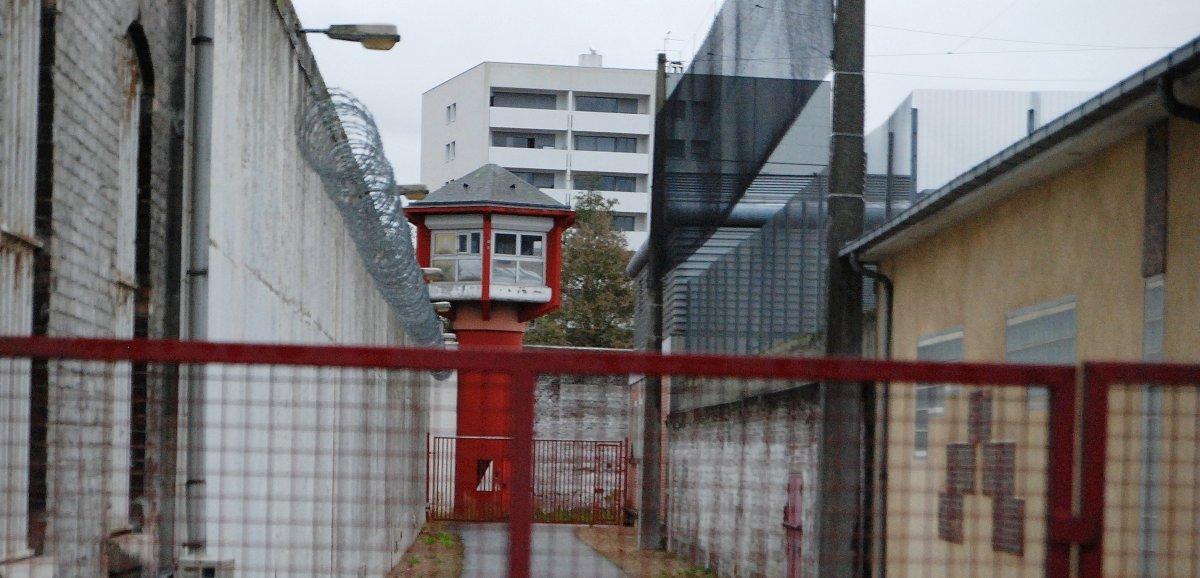Jugés pour avoir alimenté le quotidien de leur ami détenu à Rouen
