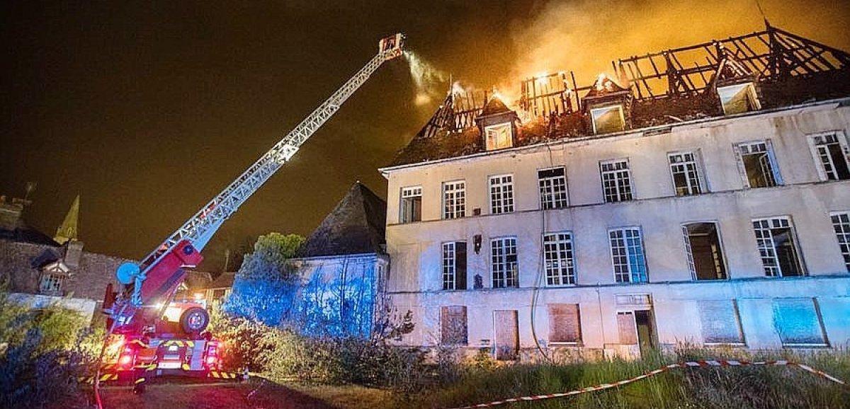 Un incendie se déclare dans un château