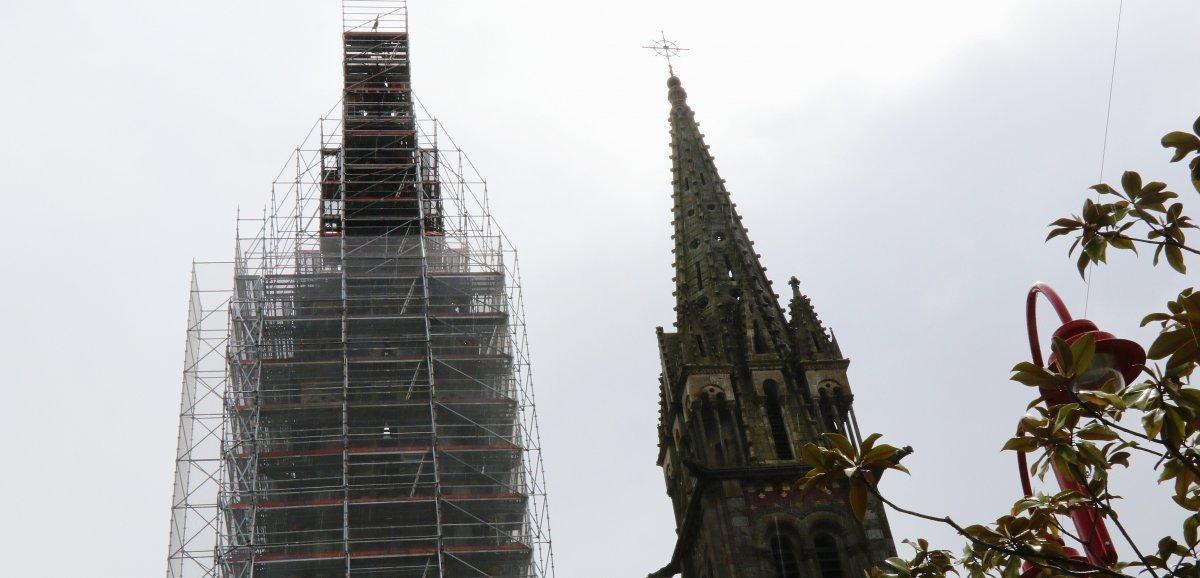 Spectaculaire démontage du coq du clocher, redescendu sur terre