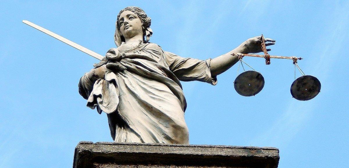 Amende requise à Rouen contre un revendeur d'objets nazis
