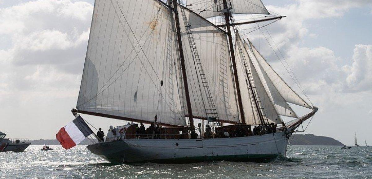 La Belle-Poule, goélette de la Marine nationale, en escale