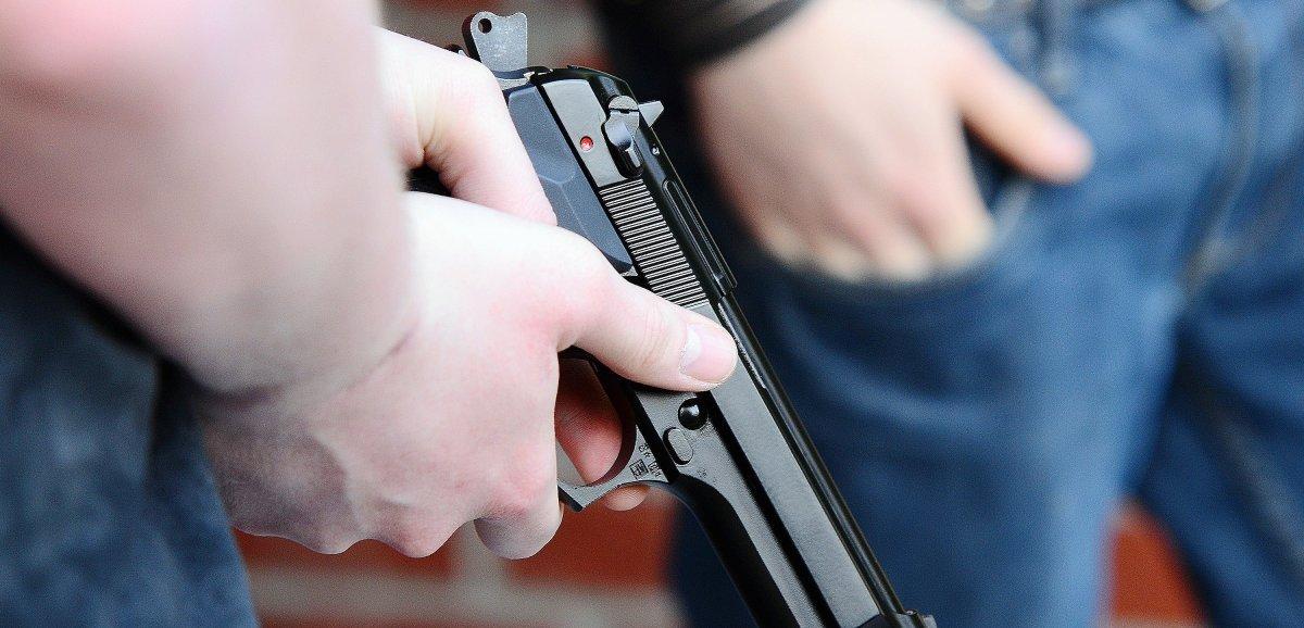 Deux personnessignalées portant des armes : des élèves confinés