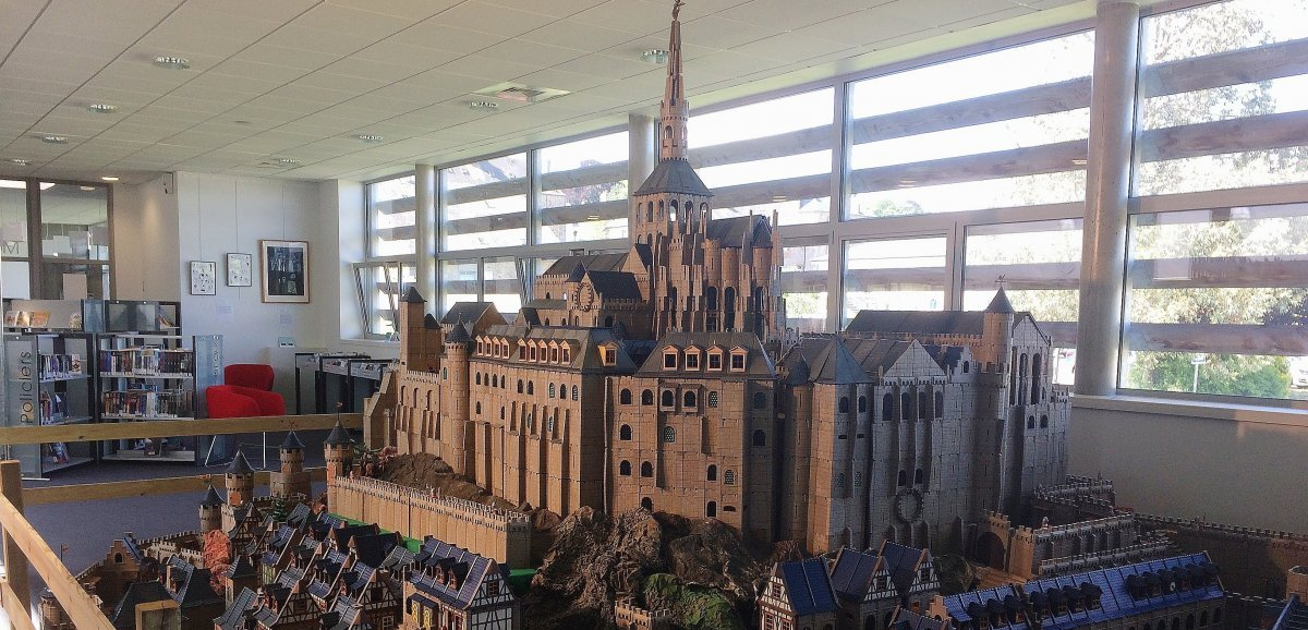Une exposition inédite présente les abbayes normandes en Playmobil