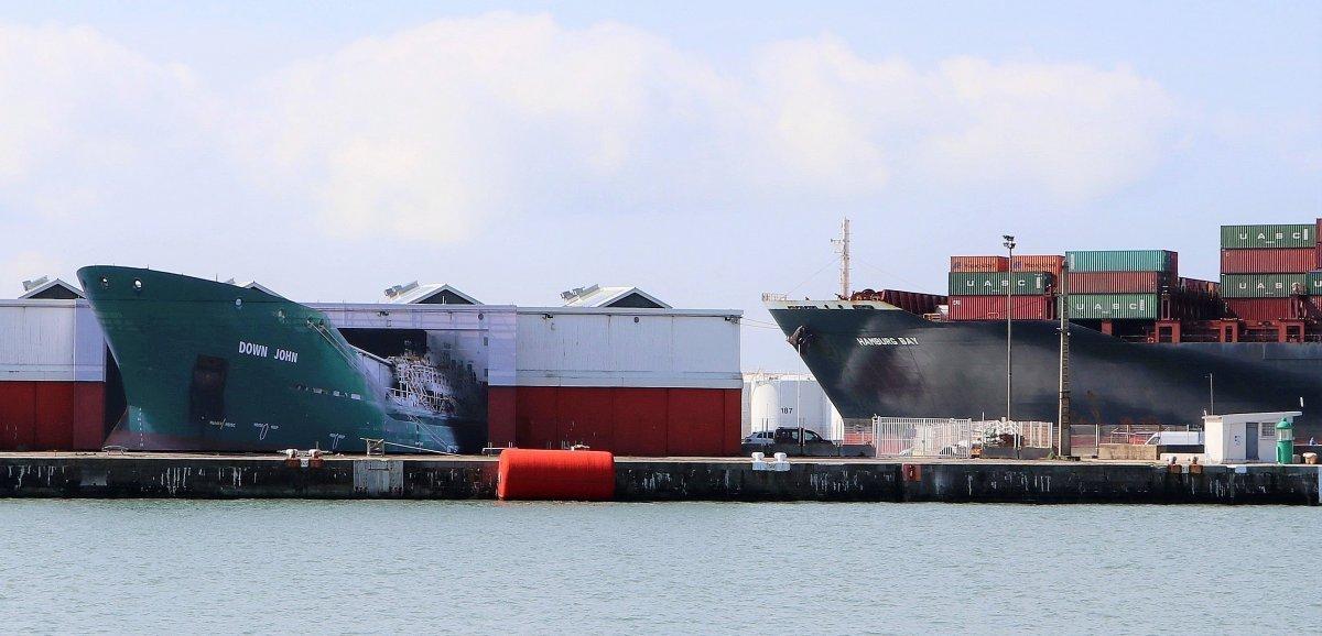 Le Havre. Un cargo en perdition au terminal croisière… ou une œuvre d'art?