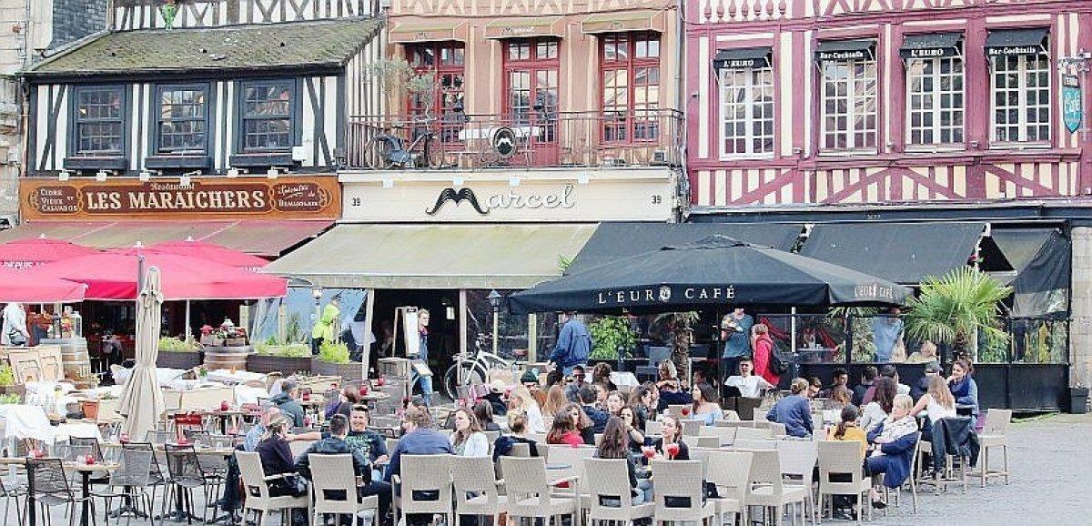 Rouen. L'Euro café,sur la place du Vieux-Marché