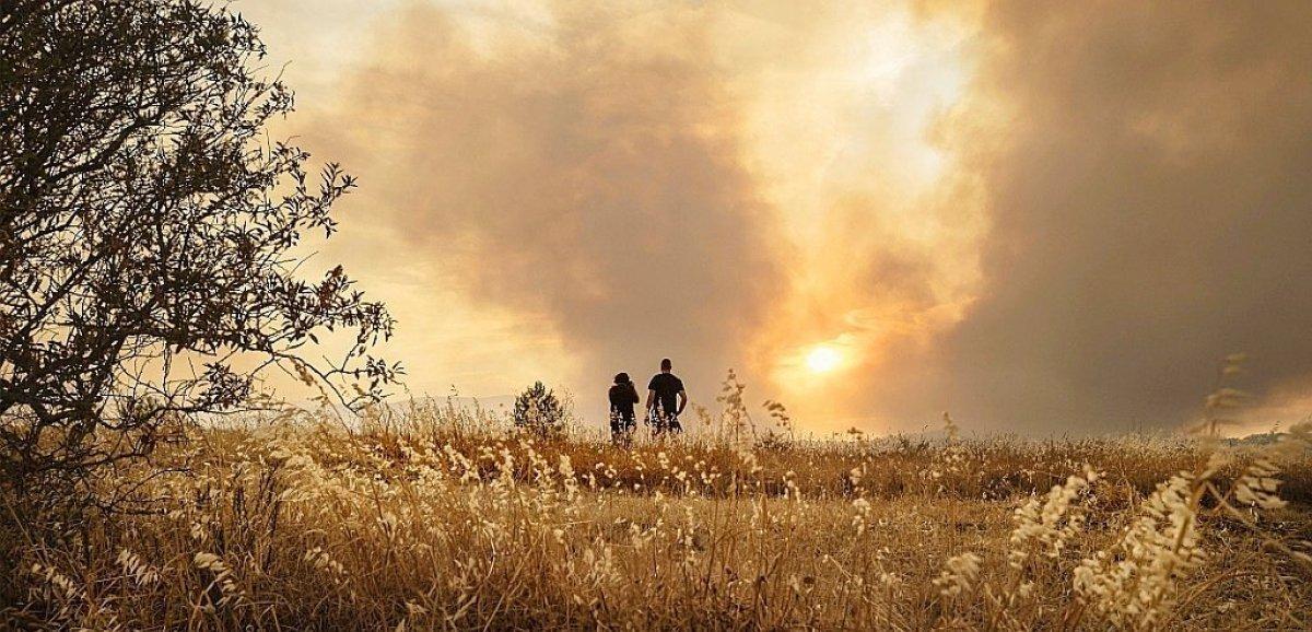 L'incendie dans l'Aude toujours pas fixé, un risque de reprise