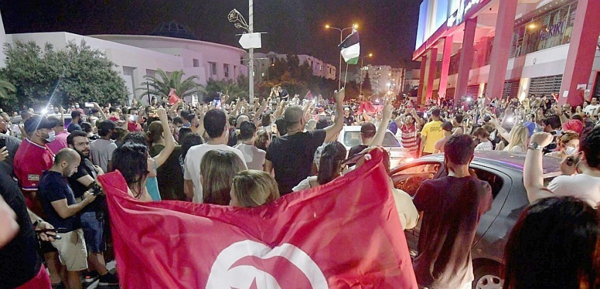 Tunisie: le président s'octroie le pouvoir exécutif, Ennahdha dénonce un