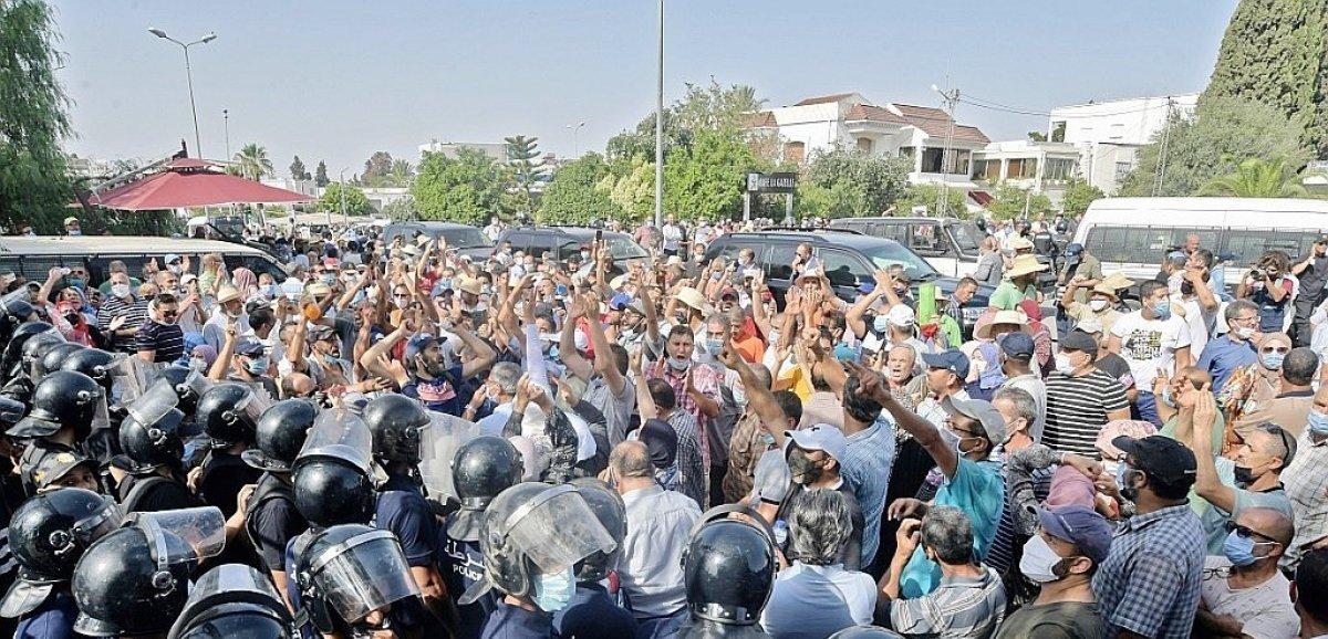 Crise politique en Tunisie: le Premier ministre prêt à céder le pouvoir