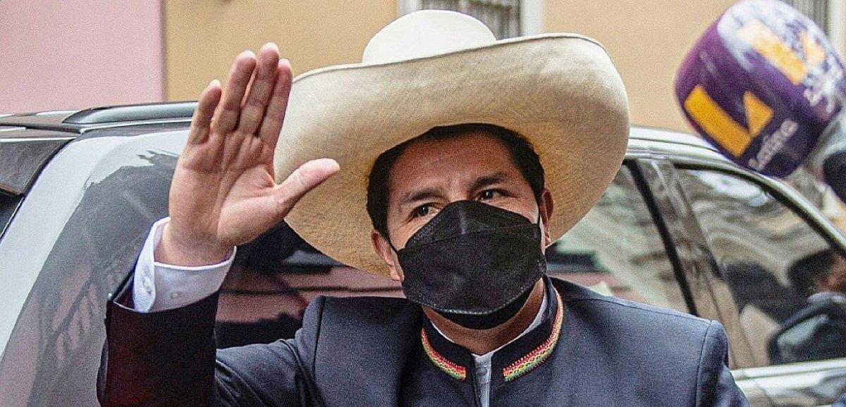 Le président de gauche Pedro Castillo prend ses fonctions à la tête du Pérou
