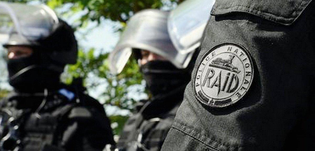 Les policiers du RAIDmobilisés pour maîtriser un forcené armé
