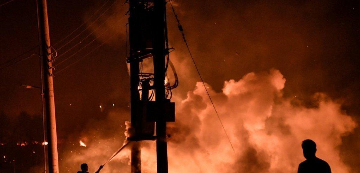 Incendies en Grèce: les pompiers espèrent maîtriser un feu important près d'Athènes