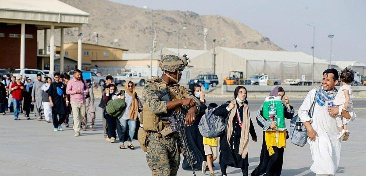 Chaos à Kaboul: Biden n'exclut pas de prolonger la présence américaine