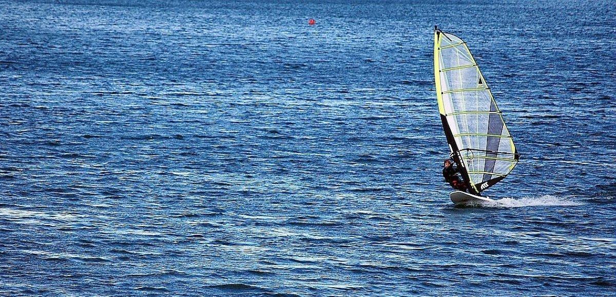 Le Havre. Un windsurf en difficulté au large, les pompiers interviennent
