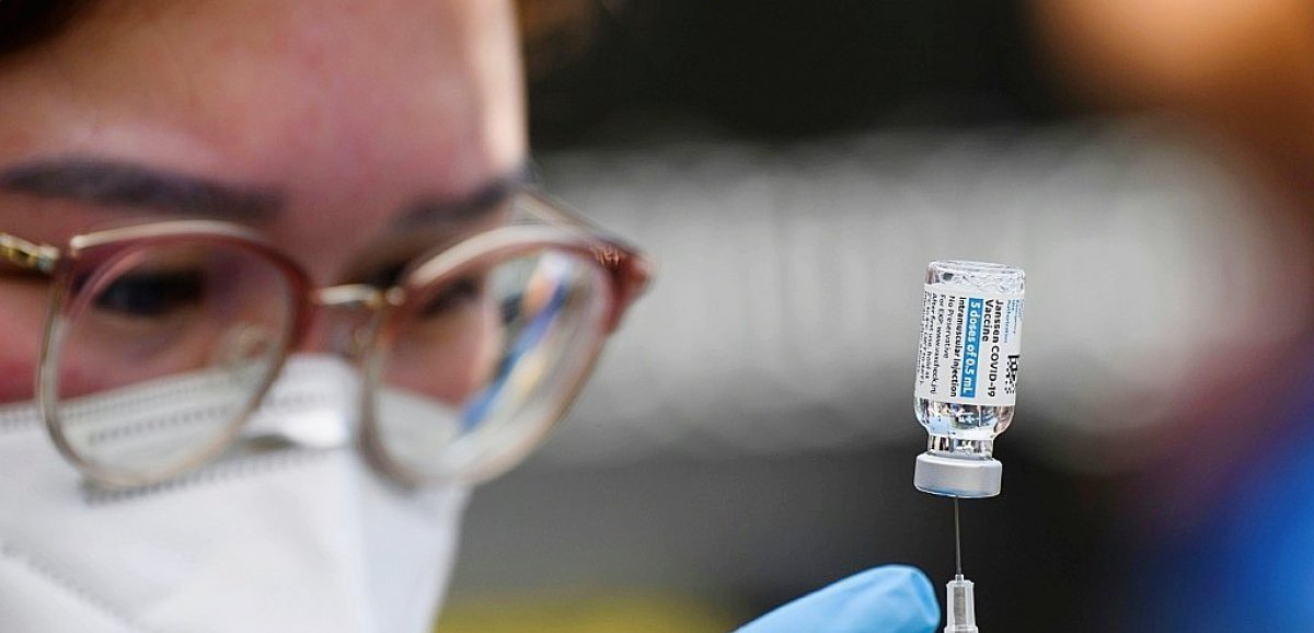Etats-Unis: de plus en plus d'entreprises osent la vaccination obligatoire