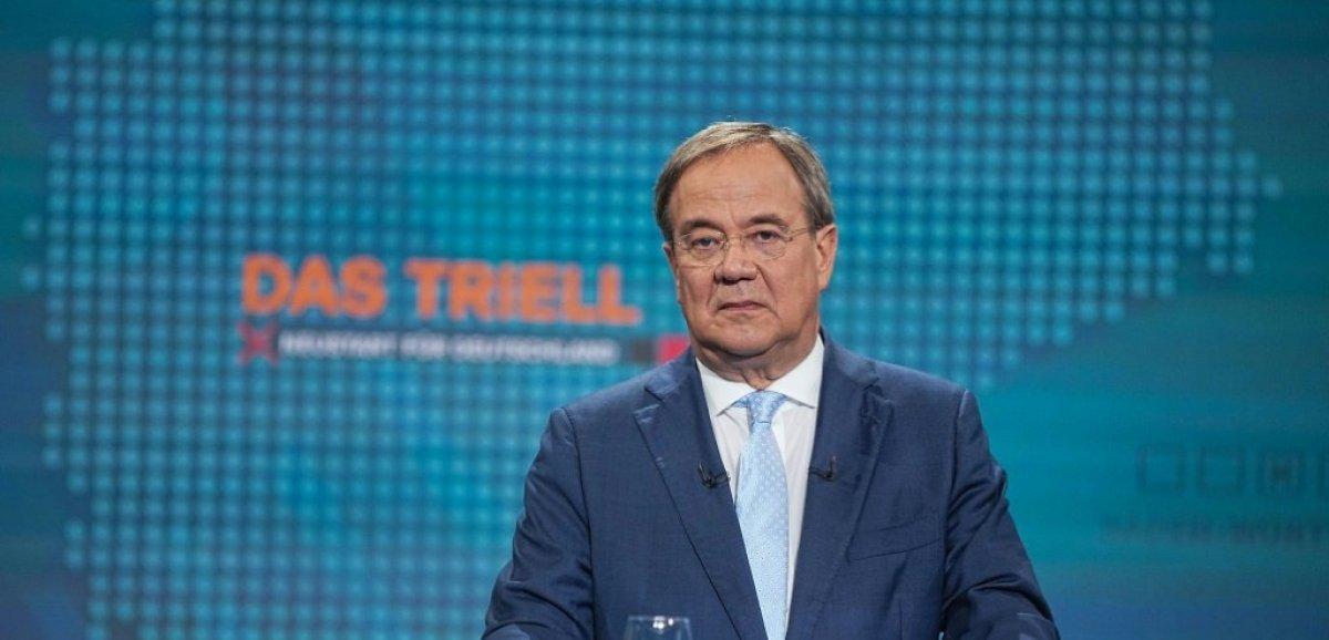 Elections allemandes: le candidat du parti de Merkel passe à l'offensive